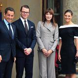 Prinzessin Victoria und Prinz Daniel geben sich im Juni 2010 das Jawort. Im darauffolgenden September reisen die beiden nach Frankreich, wo sie dendamaligen Präsidenten Nicolas Sarkozy und dessen Ehefrau Carla Bruni treffen.
