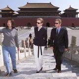 Im Dezember 1999 heiraten König Philippe und Königin Mathilde. Wenige Monate später, im Mai 2000, starten die belgischen Royals ihre Reise nach China, wo sie unter anderem Peking besuchen.