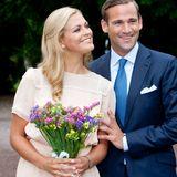Strahlend treten Prinzessin Madeleine von Schweden und Jonas Bergström vor die Weltpresse, als sie im August 2009 offiziell ihre Verlobung verkünden. Doch ihre Liebe steht unter keinem guten Stern ...