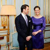 """Nach sieben Jahren des Zusammenseins besiegeln Prinzessin Victoria und Daniel Westling ihre große Liebe mit einer Verlobung. Das kostbare Schmuckstück wirdim Atelier des Hofjuweliers """"W.A. Bolin""""gefertigt und könnte um die 100.000 Euro Wert sein ..."""