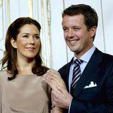 Mit lauten Hurra-Rufen wird die Verlobung von Prinz Frederik und seiner Mary vom dänischen Volk gefeiert. Ein besonderer Anlass, zu dem der Prinz seiner Verlobten einen besonderen Ring schenkt ...