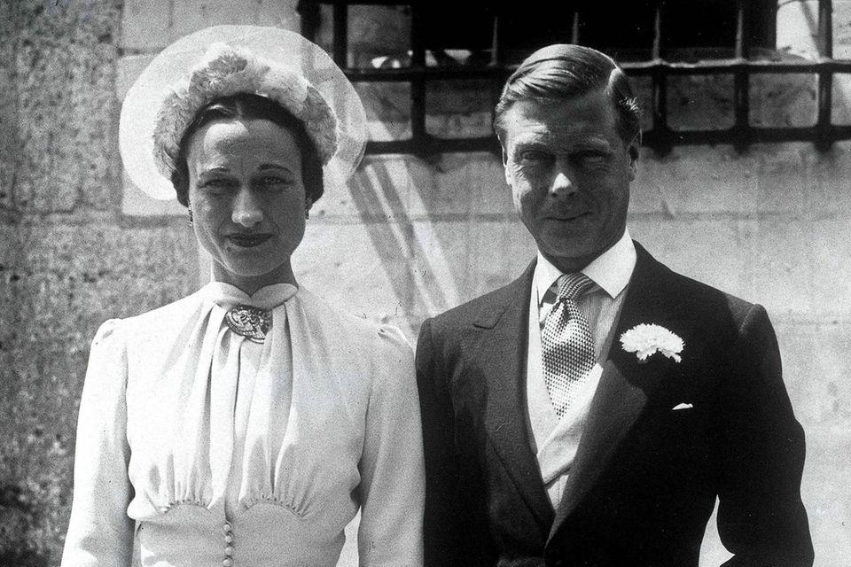 Wallis Simpson und der Herzog von Windsor, so Edwards Titel nach der Abdankung, bei ihrer Hochzeit 1937.