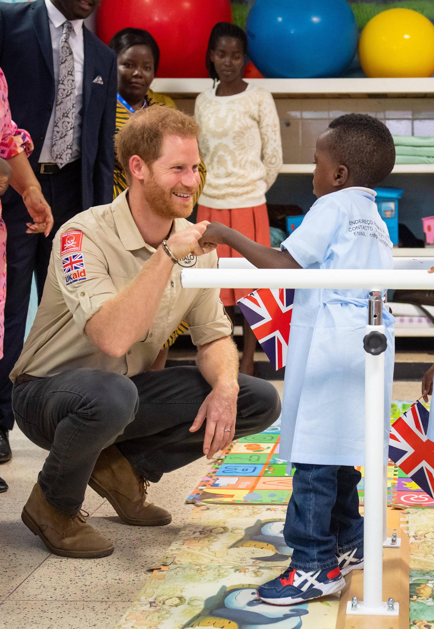 """Prinz Harry eröffnet das """"Princess Diana Orthopaedic Centre""""."""