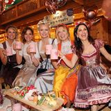 """Oktoberfest 2019: Auf der """"Madlwiesn"""" sorgen die feschen Promi-Mädels Monica Ivancan, Judith Dommermuth, Franziska Knuppe, Ursula Karven und Viktoria Lauterbach für beste Stimmung."""
