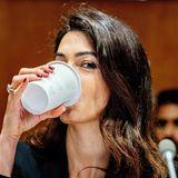 Auch eine Power-Frau wie Amal Clooney braucht mal einen Koffein-Kick zwischendurch.