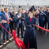 28. september 2019  Zur Einweihung der nach ihr benannten Brückein FrederikssunderscheintPrinzessin Mary von Dänemark gewohnt freundlich und stilvoll gekleidet.