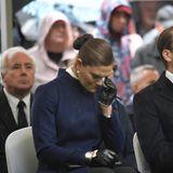 Prinzessin Victoria und Prinz Daniel von Schweden nehmen am 25. Jahrestag des Untergangs der M/S Estonia in Stockholm teil. Victoria zeigt sich emotional berührt und kann ihre Tränen nicht verbergen.