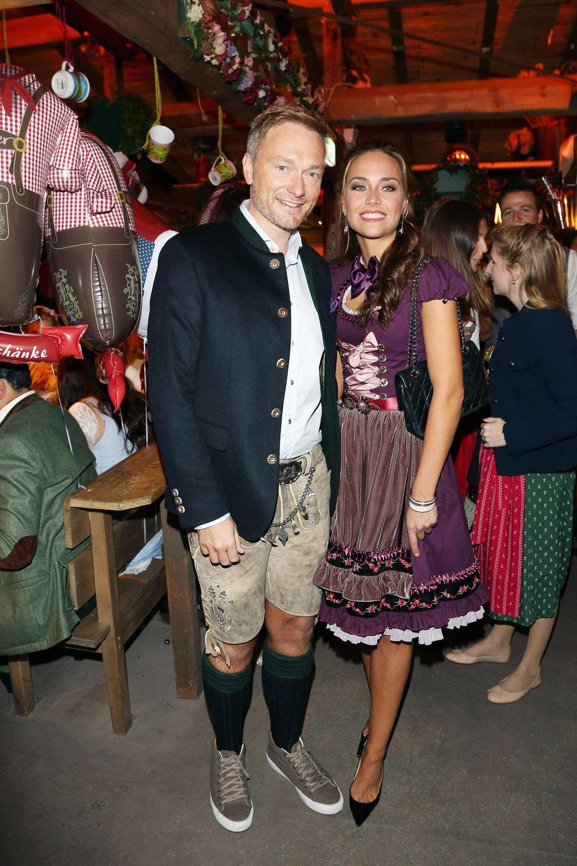 Auch Christian Lindner und seine Freundin Franca Lehfeldt statten dem Oktoberfest einen Besuch ab.