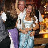 """""""Höhle der Löwen""""-StarFrank Thelen und seine Frau Nathalie amüsieren sich im Festzelt."""
