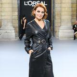 Ginger Spice erobert den Laufsteg! Nach ihrer berühmten Bandkollegin, Posh Spice Victoria Beckham, scheint nun auch Geri Horner ihre Leidenschaft für High Fashion entdeckt zu haben und präsentiert sich in einem schwarzen Leder-Ensemble bei der Fashion Week.