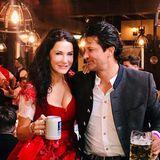 Schauspielerin Mariella Ahrens genießt die Wiesen-Stimmung mit Freund Michael.