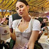 Oktoberfest 2019: Lena Meyer-Landrut feiert zum ersten Mal bei der Wiesn-Sause mit und hat sichtlich Spaß dabei.