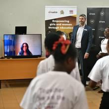 Herzogin Meghan wird per Skype zugeschaltet, als Prinz Harry in Malawi einen Termin hat.