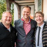 """Brain, Body & Soul: Die Gastgeber des """"Buddy Weekends"""" Heiko Hager (G+J) und Frank Vogel (G+J) nehmen Jens Huwald (Wilde & Partner) in die Mitte."""