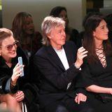 So sieht ein stolzer Vater aus: Musiklegende Paul McCartney nimmt bei der Show seiner Tochter Stella zwischen Natalia Vodianova und Ehefrau Nancy Shevell Platz.