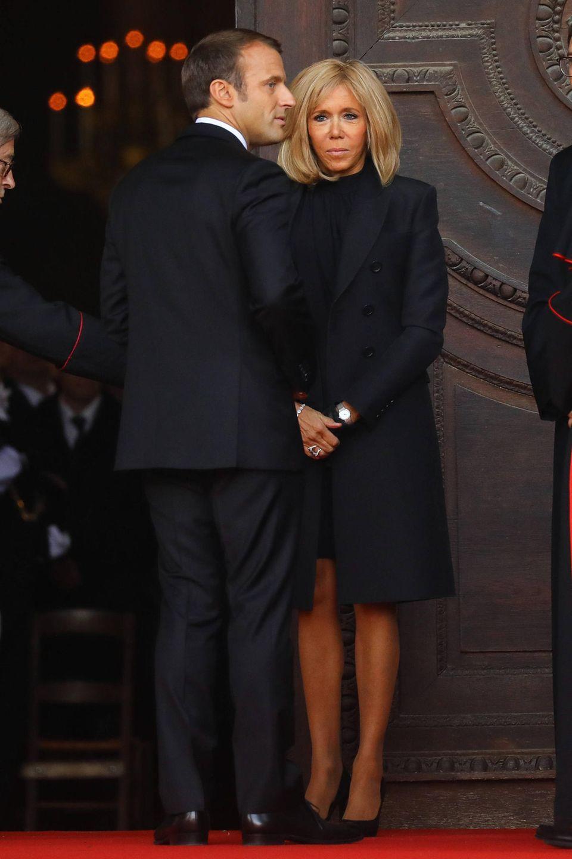 Selbstverständlich nimmt auch Frankreichs amtierender Präsident Emmanuel Macron mit seiner Frau Brigitte Macron am Trauergottesdienst für seinen verstorbenen Vorgänger teil.