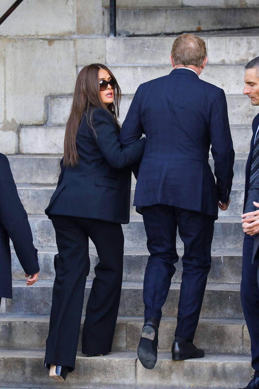 Schauspielerin Salma Hayek findet Halt bei ihrem französischen EhemannFrançois-Henri Pinault.