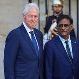 Der frühere US-Präsident Bill Clinton (links) will seinen Weggefährten gebührend verabschieden.