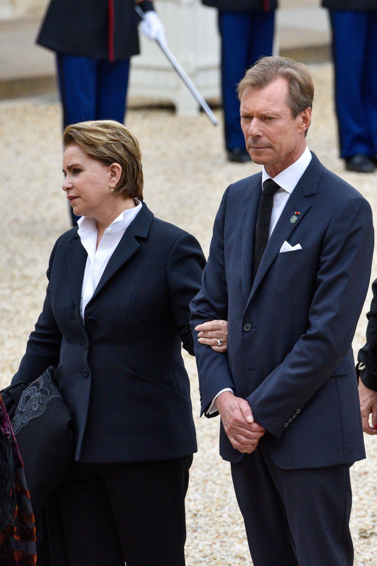 Großherzogin Maria Teresa und Großherzog Henri von Luxemburg steht die Trauer ins Gesicht geschrieben.
