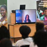 "Prinz Harry + Herzogin Meghan: Als besondere Unterstützung wird Herzogin Meghan via Skype hinzugeschaltet als Harry das ""Nalikule College of Education"" in Lilongwe, Malawi, besucht."
