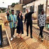 Prinz Harry + Herzogin Meghan: Tag 8 Meghan, die in Südafrika geblieben ist, besucht die Victoria Yards in Johannesburg, ein städtisches Erneuerungsprojekt, das Design Studios, Kunstgalerien und einen Food-Markt beherbergt.
