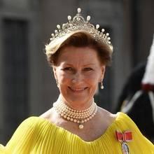 Königin Sonja von Norwegen (*1937)  Für so einen Look muss man schon Königin oder Rockstar bei der Met-Gala sein.