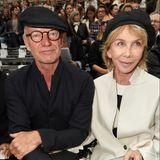 Musiklegende Sting und Ehefrau Trudie Styler nehmen bei Chanel in der ersten Reihe Platz.