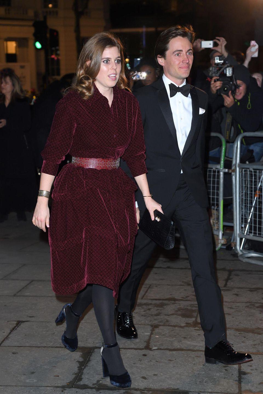 12. März 2019  Erster offizieller Auftritt als Paar: Bei einer Gala in der National Portrait Gallery zeigen sich Prinzessin Beatrice und Edoardo Mapelli Mozzi im März 2019erstmals gemeinsam in der Öffentlichkeit.