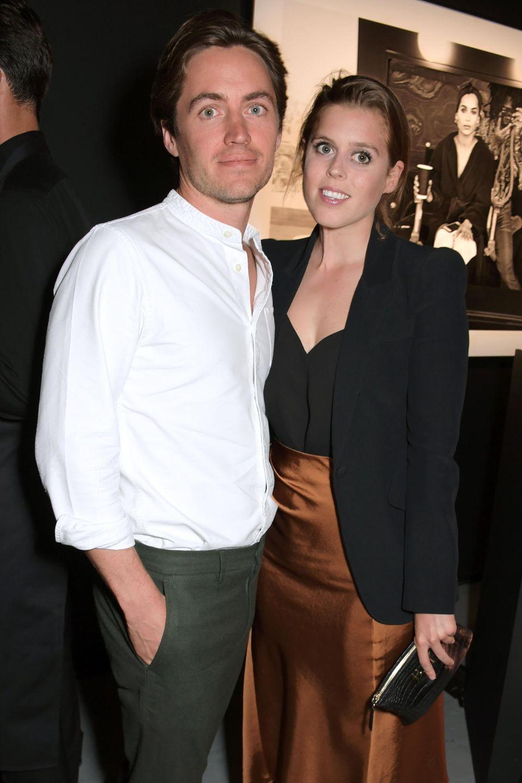 10. Juli 2019  Die Partynacht sieht man ihnen nicht an: Am nächsten Tag lächeln die beiden bei einer Fotoausstellung von Lenny Kravitz in die Kamera.