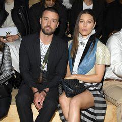 Ein seltener Anblick: Justin Timberlake und seine schöne Frau Jessica Biel besuchen gemeinsam die Fashion Show von Louis Vuitton in Paris.