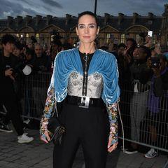 Jennifer Connelly ist seit Jahren Muse des Hauses Louis Vuitton. Keine Frage, dass sie auch dieses Mal wieder in Paris dabei ist.