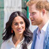 Prinz Harry + Herzogin Meghan: Zehn Tage wird die Reise letztendlich umfassen und soll vor allem die Beziehung zwischen dem Vereinigten Königreich und Afrika stärken. Speziell Themen wie Gemeinschaft, mentale Gesundheit, HIV/Aids, Bildung, Arbeit sowie Rechte von Frauen und Mädchen und Tierschutz stehen dabei im Fokus der Treffen.