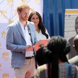 """Prinz Harry + Herzogin Meghan: Prinz Harry liegt das Thema der Organisation """"YES"""" zur Chancengleichheit am Herzen und hält zur Freude der anwesenden Gäste einen kleinen Vortrag."""