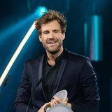 """Er hat Ralf Schmitz, Carolin Kebekus, Chris Tall, Martina Hill und Mario Barth ausgestochen: Luke Mockridge gewinnt den Comedypreis als """"Bester Komiker""""."""