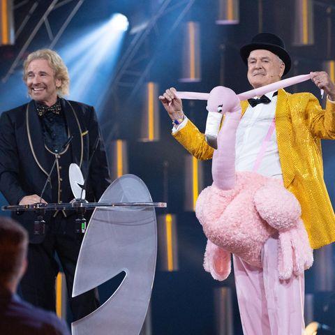 """Comedy-Legende John Cleese (""""Monty Python"""") wird für sein Lebenswerk geehrt und amüsiert mit seinem Outfit nicht nur seinen Laudator Thomas Gottschalk."""