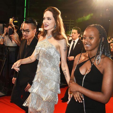 3. Oktober 2019  Da geht's zur Premiere! Angelina Jolie hat ihre Kids Maddox und Zahara mit nach Tokio genommen.