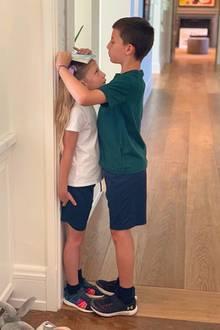 2. Oktober 2019  Ein bisschen Zeit, um so groß zu werden wie Mama Gisele Bündchen hat Vivian ja noch. Benjamin dokumentiert sicherheitshalber die Größe seiner Schwester schon mal ganz genau.