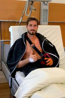 Nachdem sich Torwart Kevin Trapp eine schwerwiegende Schulterverletzung zugezogen hat und operiert werden musste, schickt der Eintracht-Frankfurt-Keepergute Nachrichten aus dem Krankenhaus: Die OP ist nach Plan verlaufen. Gute Besserung weiterhin!