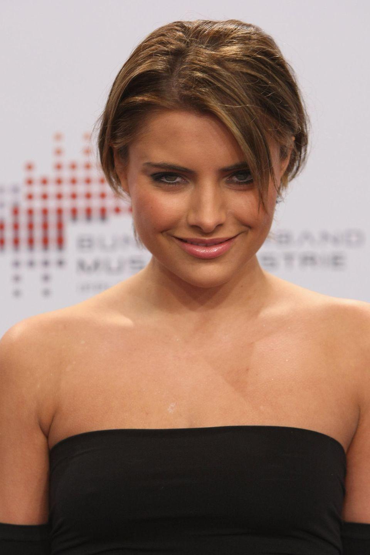 2009  Sophia überrascht bei den Echo Music Awards in Berlin mit einer neuen Frisur: Die kurzen Haare stehen der damals 20-Jährigen super.