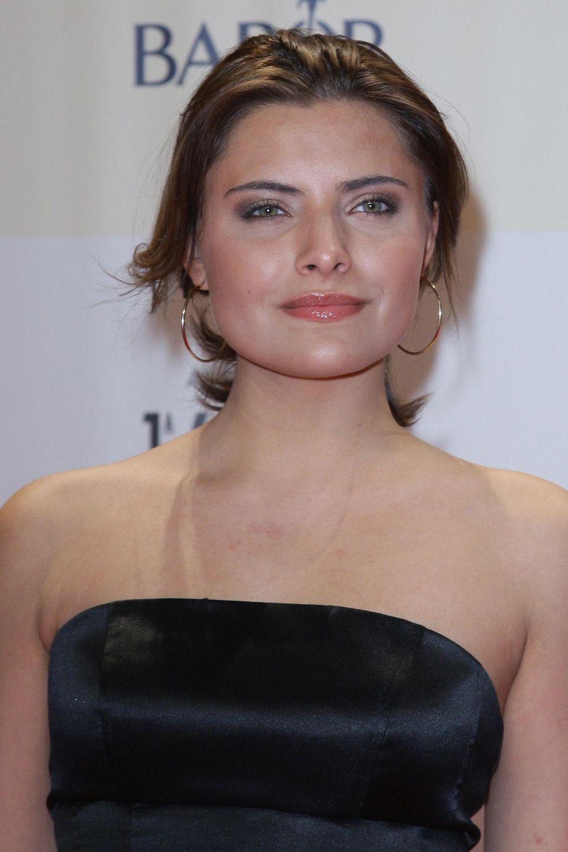 2009  Zur Bambi-Preisverleihung setzt Sophia auf einen tiefsitzenden Pferdezopf und dunkles Augen-Make-up.