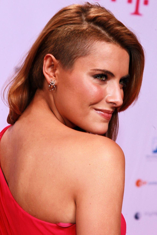 2011  Ein Jahr später, zeigt sich Sophiabeim Diva Award in München mit einem stylischen Undercut. Dunkel geschminkte Augen und ein leichter Glow an ihren Wangen runden ihren damaligen Auftritt gekonnt ab.