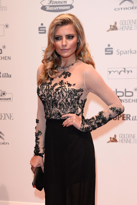 2013  Die damals 24-Jährige beweist bei ihrem Auftritt der Preisverleihung der Goldenen Henne in Berlin Stil: Ihn ihremblonden Haar trägt Sophia leichte Wellen und ein glamouröses Abend-Make-up unterstreichen ihre tollen Gesichtszüge.