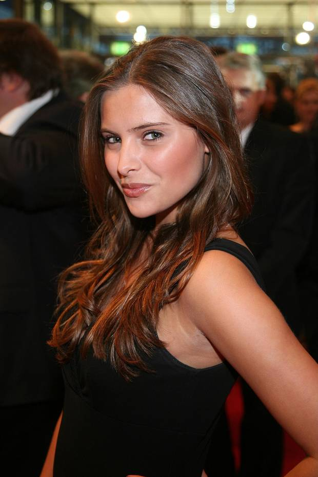 2006  Schelmischer Blick, professionelle Pose: Bereits mit 17 Jahren weiß Sophia, wie man für die Fotografen posiert.