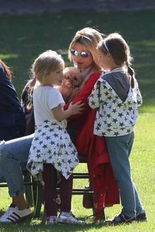 5. Oktober 2019  Das schöne Herbst-Wetter genießt Michelle Hunziker mit ihrer Familie und Freunden beim gemeinsamen Lunch draußen im Park.