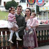 Oktoberfest 2019: Auch für Philippe Coutinho und Frau Aine ist die Wiesn ein Familienspaß.