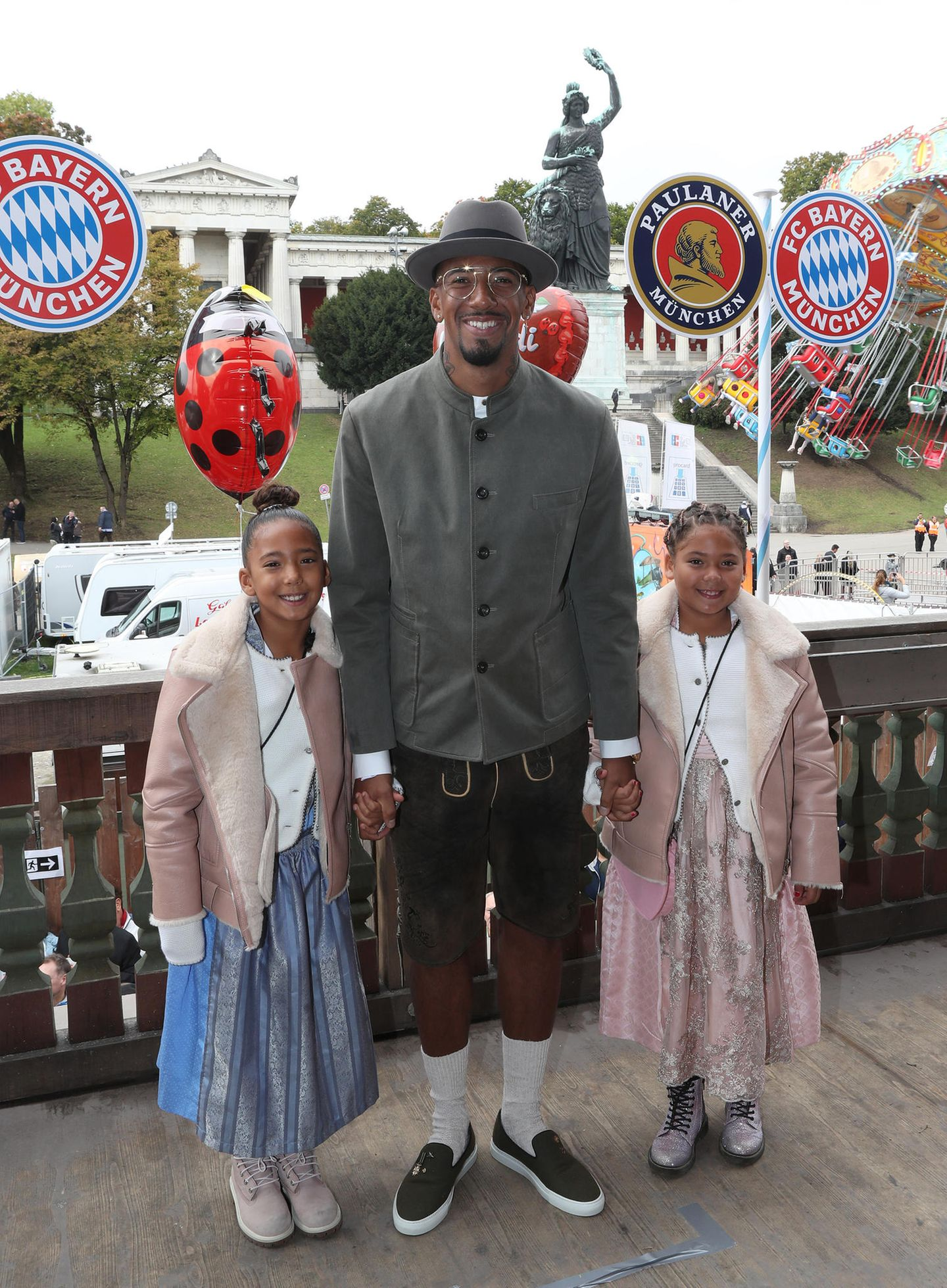 Oktoberfest 2019: Jérôme Boateng kommt in reizender Begleitung seiner zwei Töchter zur Wiesn.