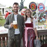 Oktoberfest 2019: Auch Torwart Sven Ulreich und Frau Lis genießen ihren Besuch auf dem Oktoberfest.