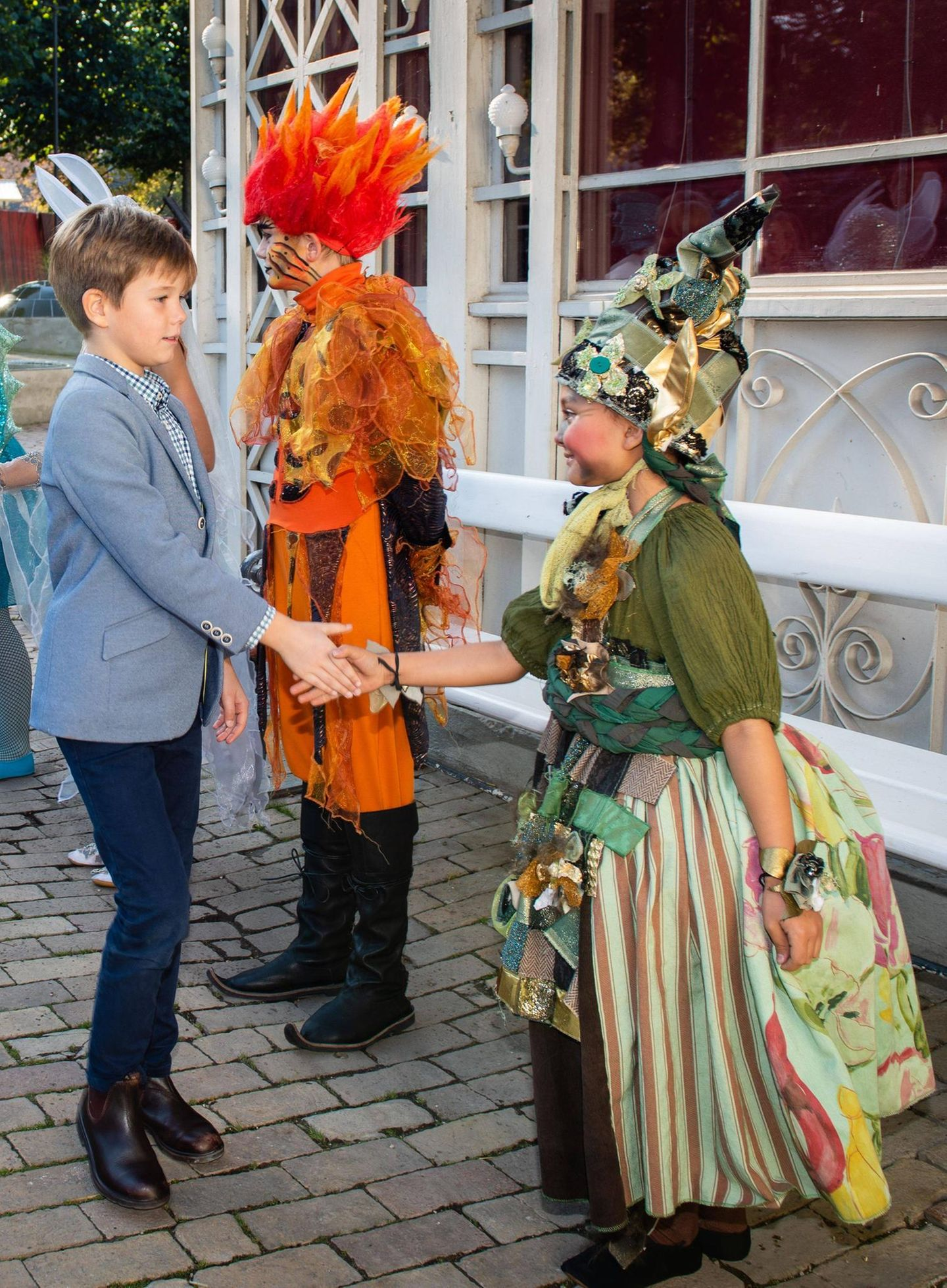 5. Oktober 2019  Prinz Vincent begrüßt die jungen Darsteller.