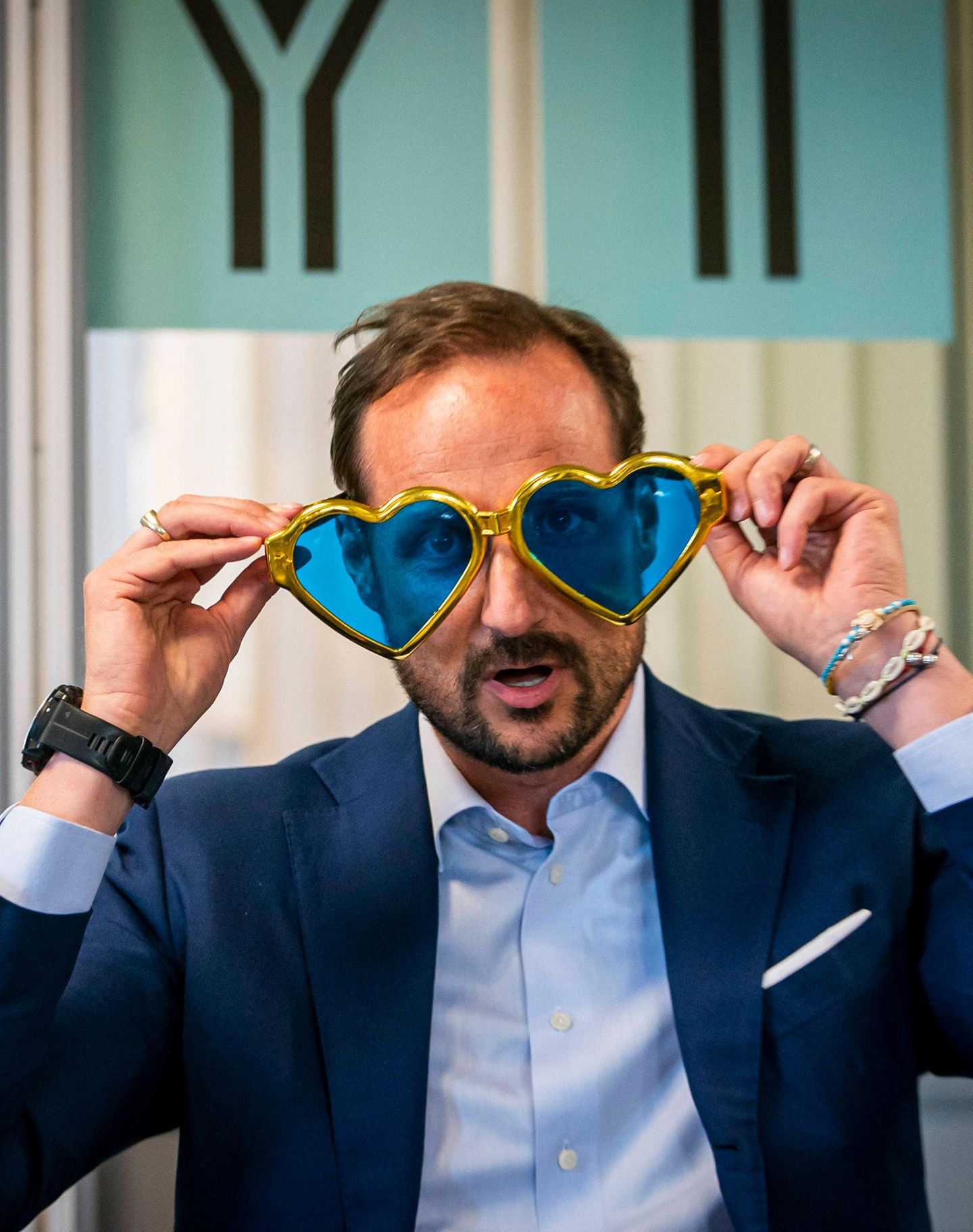 """7. Oktober 2019  Bei der Eröffnung des Jugendprogramms """"Flyt"""" in Drammen, Norwegen, zeigt Prinz Haakon viel Herz.""""Flyt"""" ist ein Projekt der Stiftung des Prinzenpaares."""