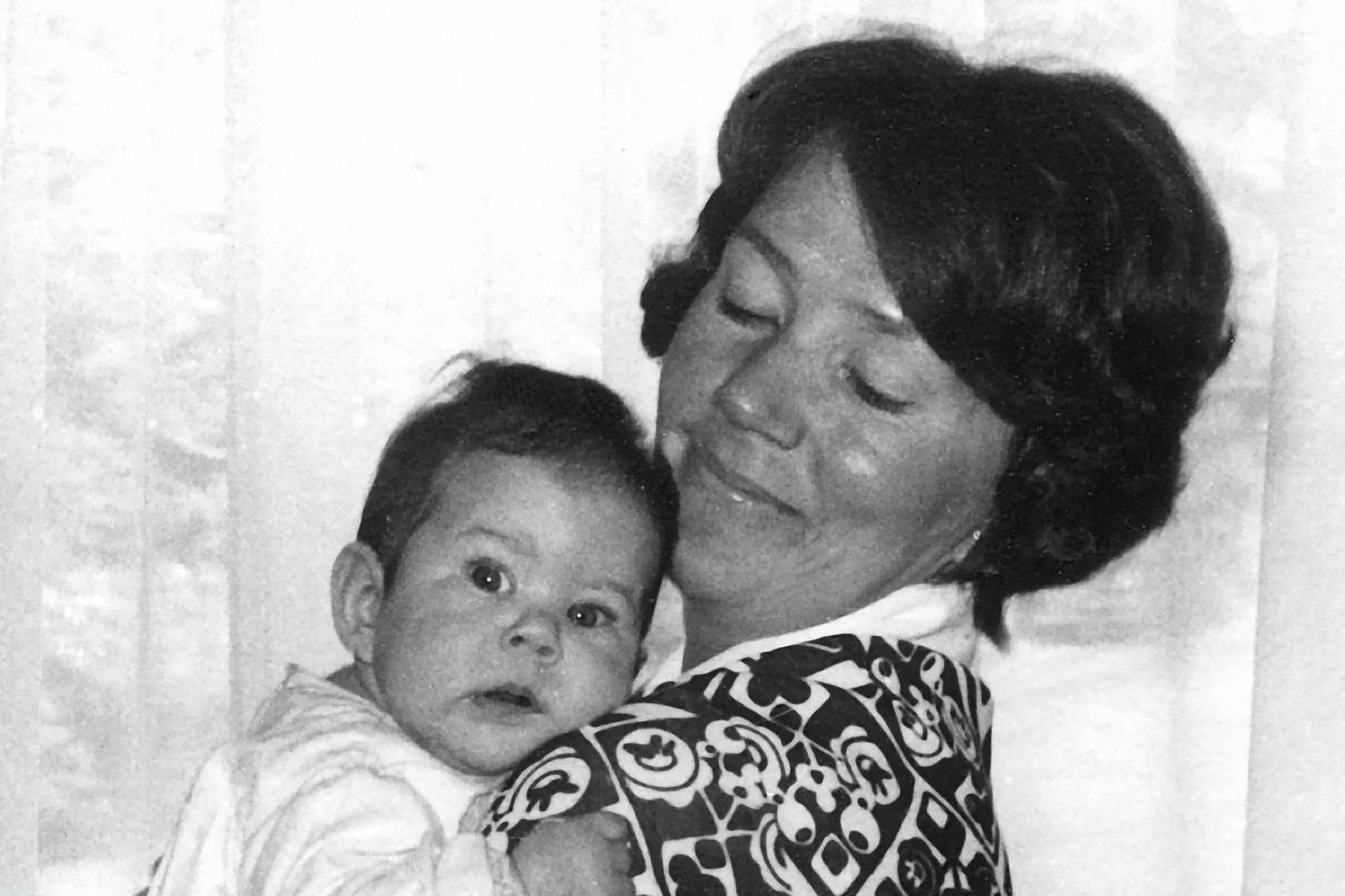 Prinzessin Mary 1972 auf dem Arm ihrer Mutter Henrietta Clark Donaldson